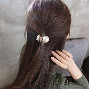 Accessories - ✨HP✨Big Pearl Hair Clip - Translucent Grey Base